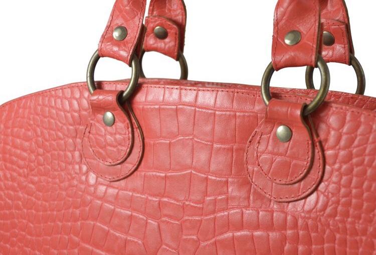 315c5955a98 Laptop tas – rood rundleder met croco print. Bronskleurige voering, bronzen  accessoires 3 vakken, 2 ritsvakken, korte hengsels en draagband. 41x31x8cm.